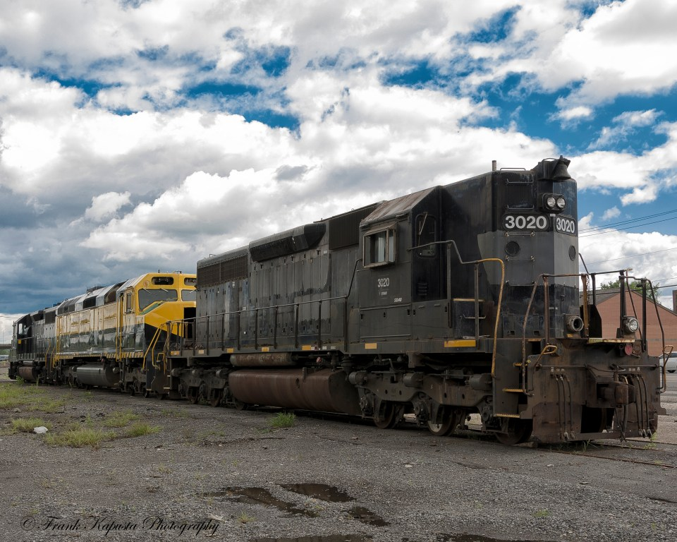 """NYSW 3020 SD40-2 High Nose was found """"sitting it out"""" at the old Lackawanna Freight House siding in Utica, NY. In my opinion, this was the ugly duckling of the SD line. The ALCO RS-3 had much more graceful lines. Nikon"""