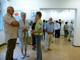Malschüler und Gäste in der Ausstellung Faszination Aquarell (c) FRank Koebsch (1)