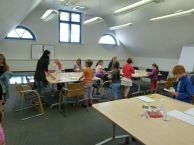 Kinder Basteln und Malen Kraniche im Haus der Stadtwerke Rostock (c) Frank Koebsch (1)