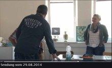 TV Rostock berichtet über den Tag der offenen Tür der VHS Rostock - Interessenten informieren sich über Aquarellkurse bei Frank Koebsch - 2014 08 29