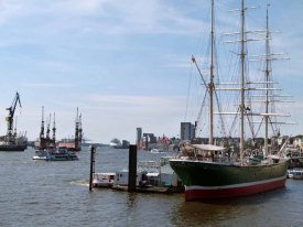 Die Rickmer Rickmers und andere Museumschiffe laden zum Malen ein (c) Frank Koebsch