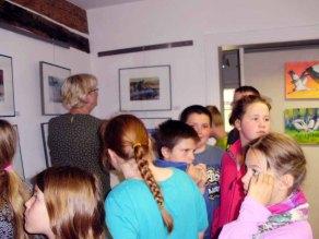 Kinder entdecken mit Frank Koebsch die Ausstellung (c) Sabine Prescher (2)