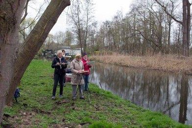 Skizzieren an der Beke für ein Landschaftsaquarell in Schwaan (c) FRank Koebsch (1)