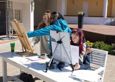 Ivan Prado unterichtet das Zeichnen von Karrikaturen beim Plein Air Festival Kühlungsborn (c) FRank Koebsch (4)