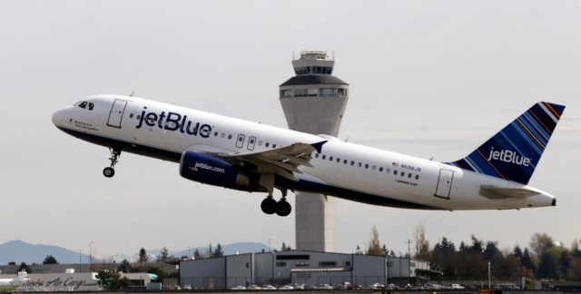 JetBlue-Adds-Bag-Fee-1880x952.jpg