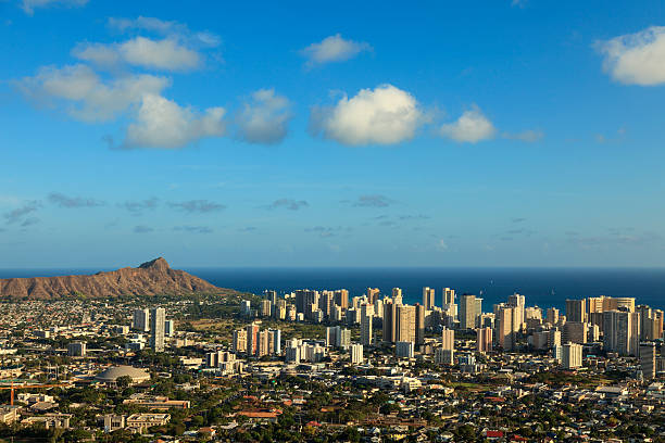 hawaii-oahu-honolulu-skyline-picture-id185950037.jpg