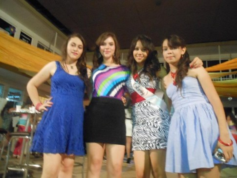 group-of-mexican-teen-girls
