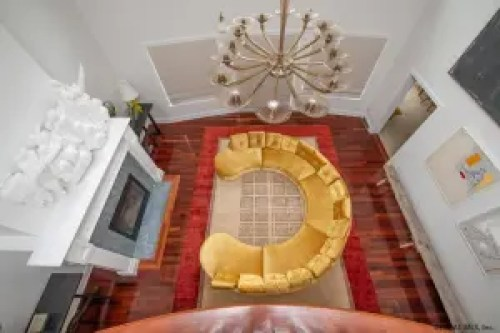 Sara Bronfman Livingroom Circle Couch