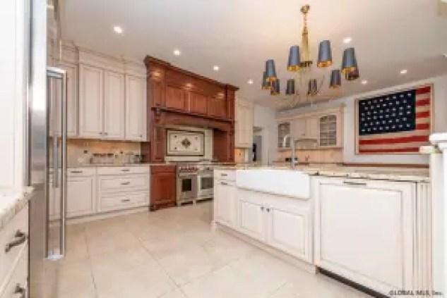 Sara Bronfman traditional style kitchen