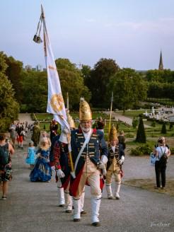 Die Langen Kerls auf dem Weg zu Friedrichs II. Grab