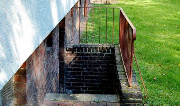 basement-stairs-347482_640