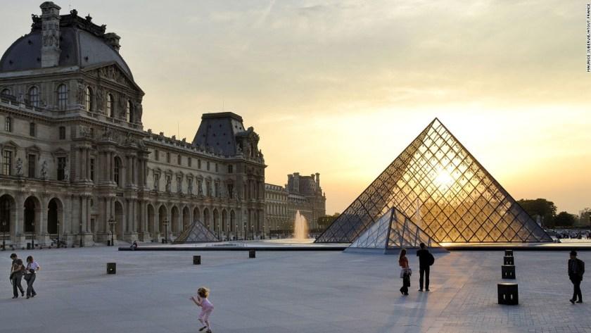 150710120654-destination-france-louvre-super-169