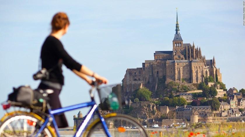 150711075629-destination-france-mont-saint-michel-super-169