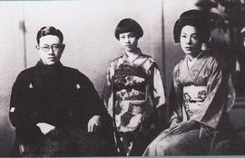 再婚後の家族写真 引用:http://www.ksatou.com/bunnroku-hp/bunnroku.html