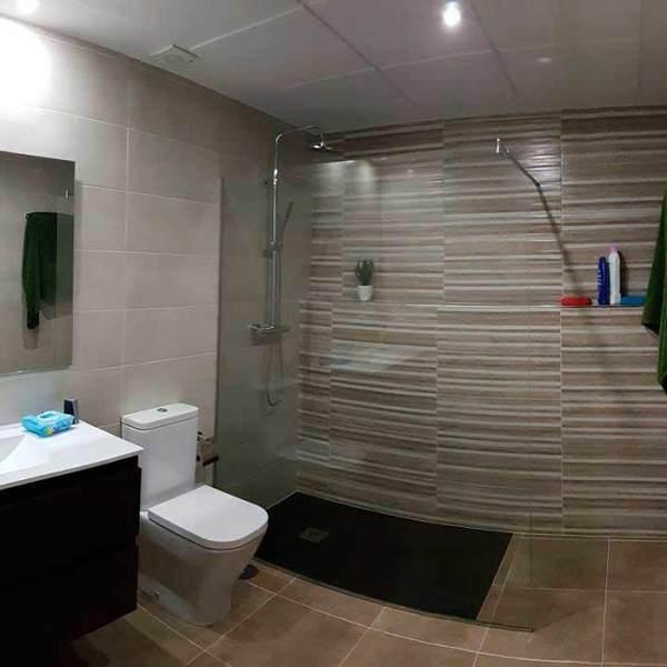Cuarto de baño nuevo en Cáceres