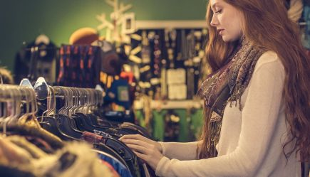 fb06d9a474b9 Thrifting: 5 must tips για να αγοράζεις σωστά τα μεταχειρισμένα ρούχα σου