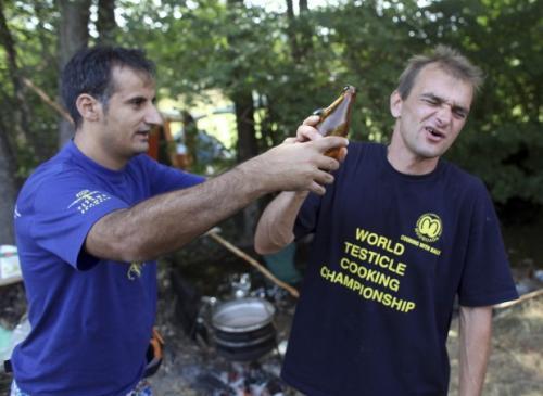 Serbia al festival si mangiano i testicoli