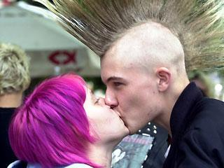 0_61_punk_kiss.jpg