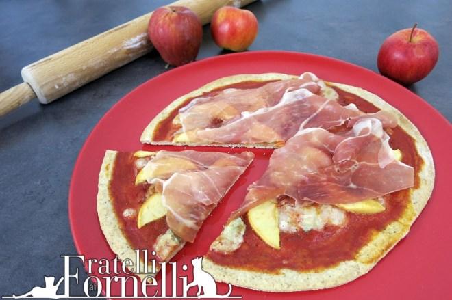 Pizza crudo, gorgonzola, mele e miele