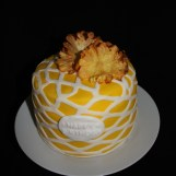 Torte mit Ananasblüten und Gittermuster 1