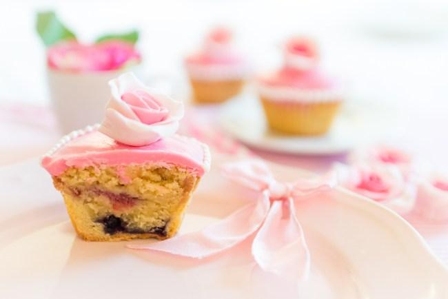 rosa Cupcakes mit Fondantrosen