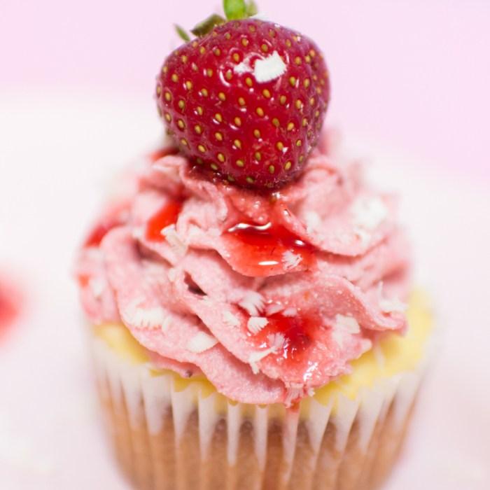 Erdbeer Cupcakes mit Erdbeer-Buttercreme