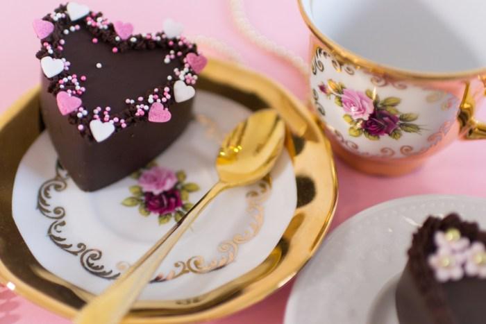 Schokoladenkuchen, saftiger Schoko Kuchen, Schokoherzen, Schokoladenherzkuchen