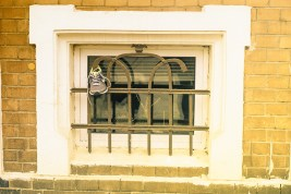 Kurioses - ein Schuhfenster
