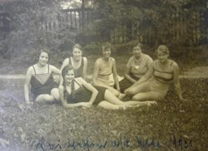 Frauen im Badeanzug 1931