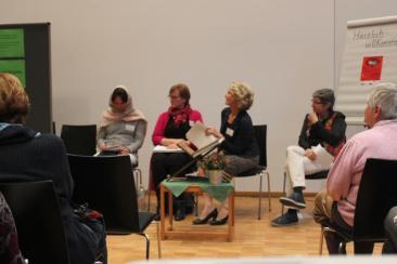 Podiumsteilnehmerinnen: Marjan Heidarinami, Gisela Groß-Ikkache, Inge Behjat, Brigitte Jaschke