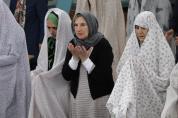 Muslime unterschiedlicher Richtungen im gemeinsamen Gebet