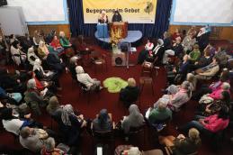 Ansprache von Roghayeh Jahangiri vom Islamischen Zentrum