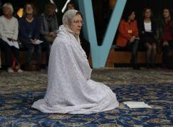betende Frau in der Moschee