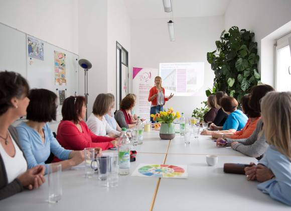 Fortbildungen für Fachkräfte und Interessierte