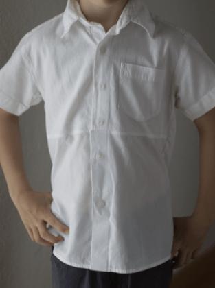 Kinderhemd Vorderseite Upcycling Herrenhemd Frau Fadegrad
