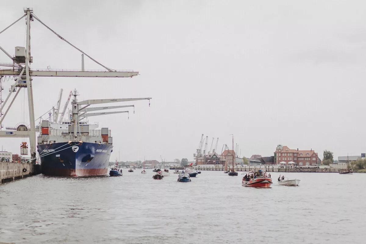 Parade der Traditionsschiffe beim Elbfest 2018 fotografiert an Bord der Elbe1