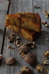 frauv_Karottenkuchen mit karamellisierten Walnüssen_img_1283