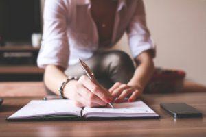 Schreiben kann beim Weg zum Coming-in und Coming-out helfen.