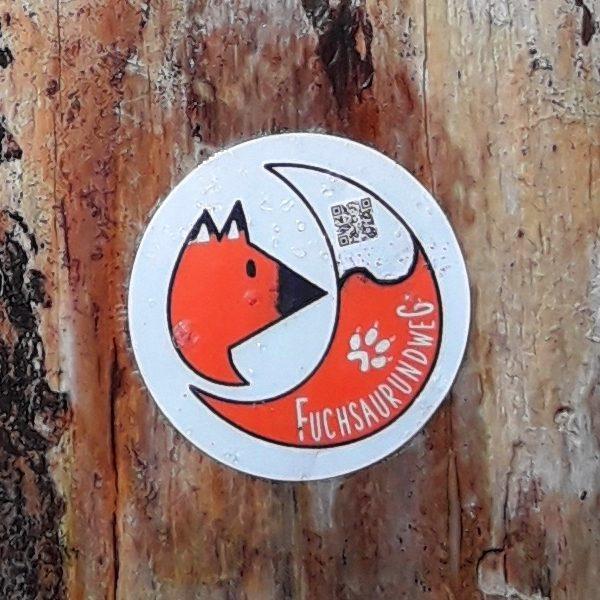 Wegmarkierung des Fuchsaurundwegs