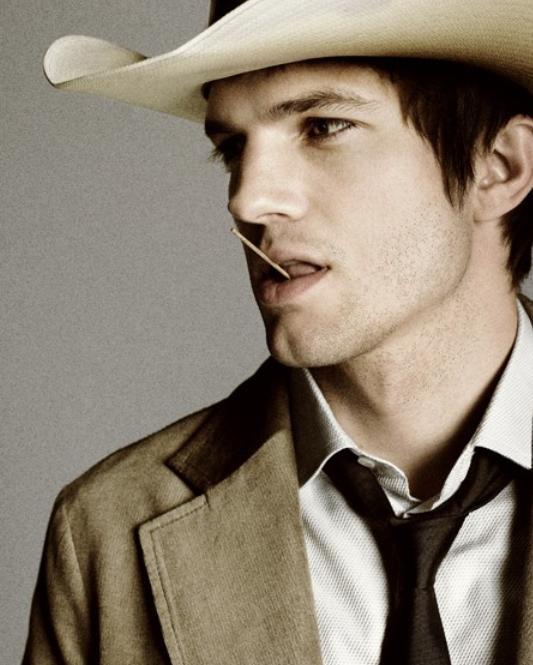 Tom Munro - Ashton Kutcher
