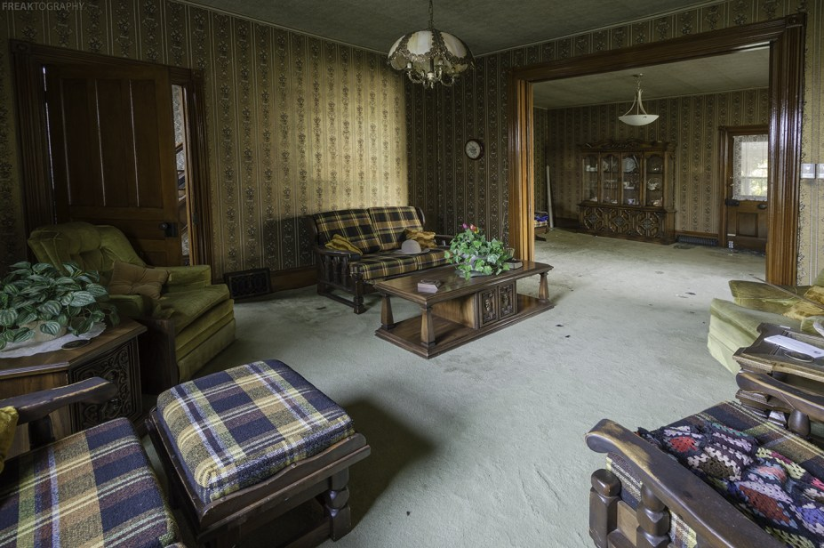 An abandoned ontario house by Freaktography