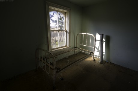 Abandoned Ontario House, abandoned, abandoned photography, abandoned places, creepy, decay, derelict, Freaktography, haunted, haunted places, photography, urban exploration, urban exploration photography, urban explorer, urban exploring by Freaktography