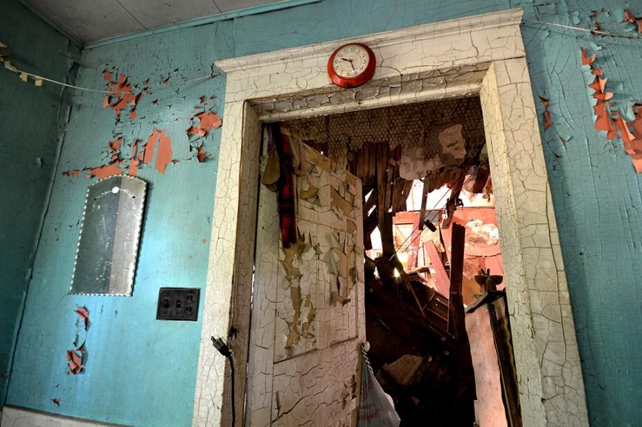 Abandoned Antique House (18)