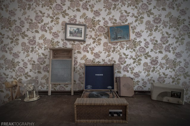 Freaktography, abandoned, abandoned photography, abandoned places, creepy, decay, derelict, frames, haunted, haunted places, photography, photos, radio, record player, scene, set up, urban exploration, urban exploration photography, urban explorer, urban exploring, wallpaper, washboard