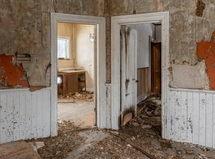 exploring abandoned ontario farmhouse