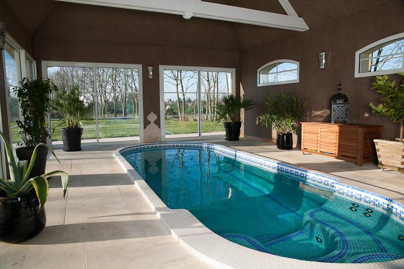 photo pour vendre maison avec piscine interieure