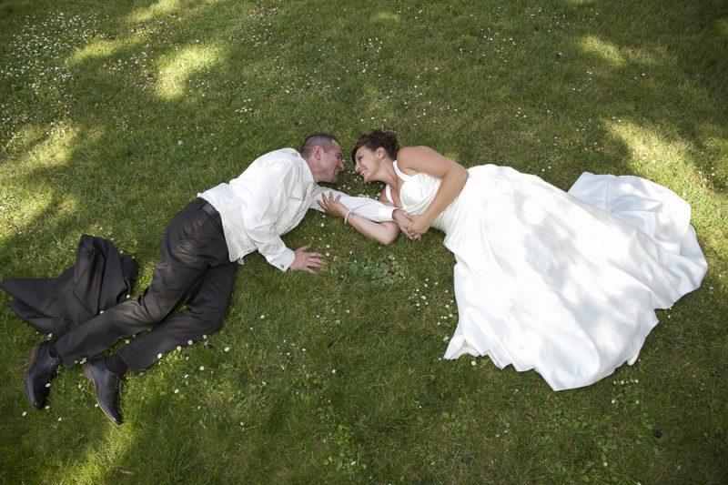 photo de couple au parc mariage à Bordeaux