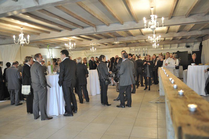 photo des invités pendant le vin d'honneur