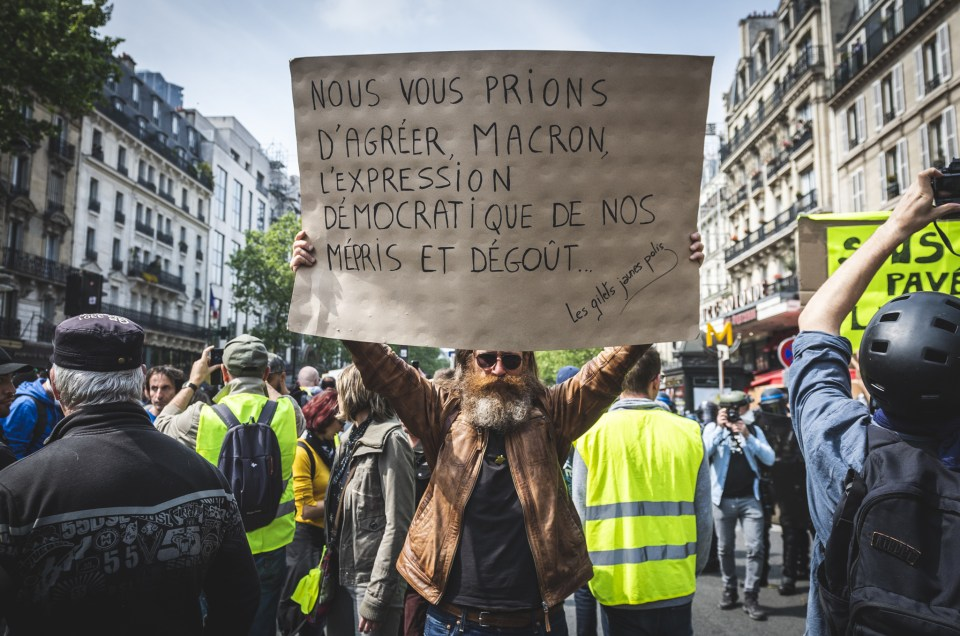 La face cachée de l'iceberg; Quotidien du photo-reporter EP2: 1er Mai sous haute tension à paris.