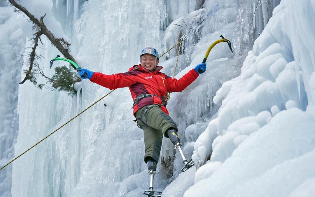Montanhista Chinês de 70 anos, amputado de 2 pernas, chega ao Cume do Everest 8.848 metros